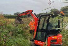 Vandaag starten we met het ontgraven van 7 haarden met Japanse duizendknoop voor de Gemeente Altena.